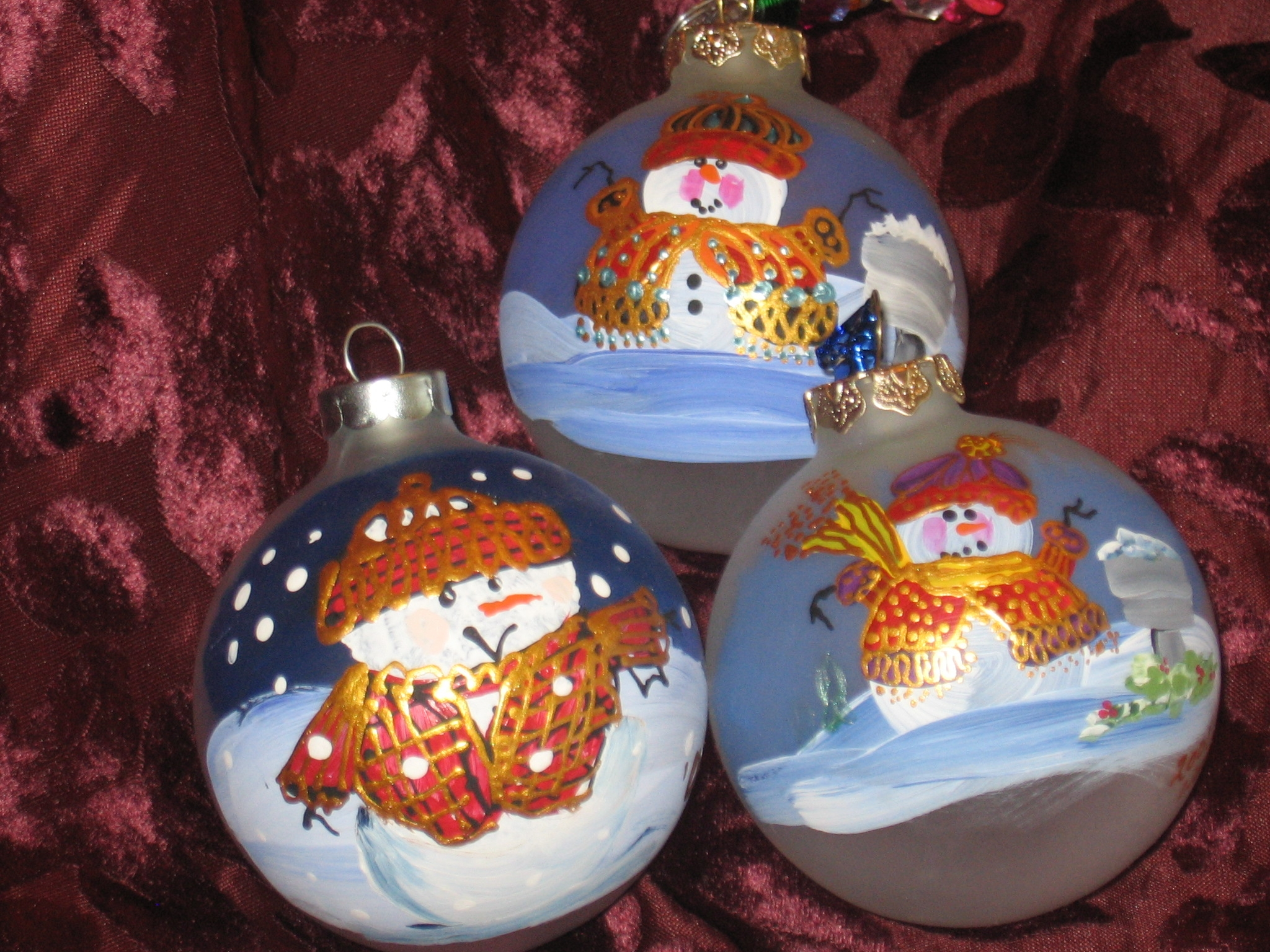http://villageofwhimsy.com/yahoo_site_admin/assets/images/Christmas_Balls.16661737.JPG